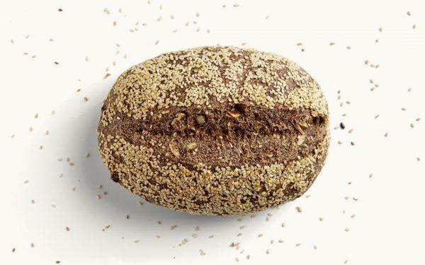 Ein MEHL-OHNE Brot mit Sesamkruste