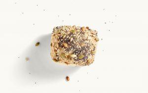 Ein Knacki mit Saaten bestreut